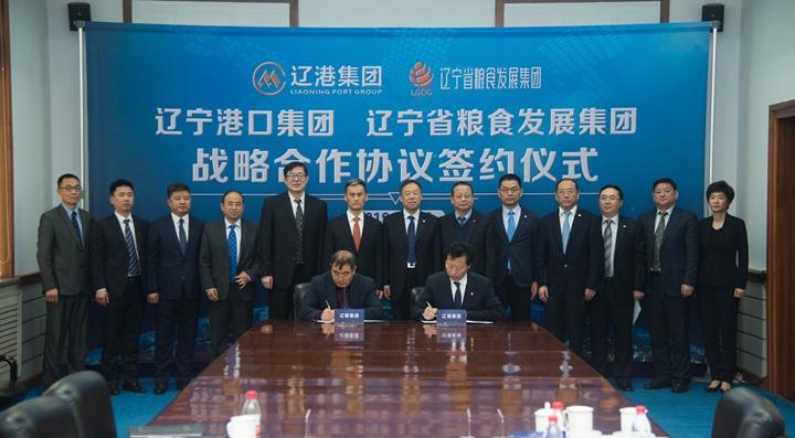万博手机manbetx官网与辽宁港口万博手机manbetx官网签署战略合作协议